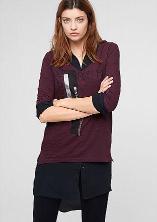 Majica s potiskom in z globokim V-izrezom