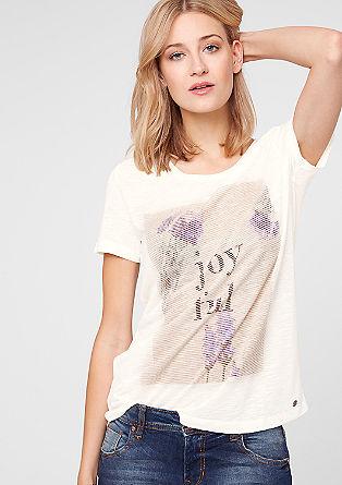 Majica s tiskom s strukturo tkanine