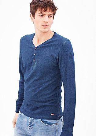 Majica v slogu Henley, barvana s hladnim postopkom pigmentiranja