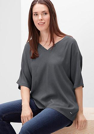 Majica z V-izrezom in sprednjim delom iz krepa