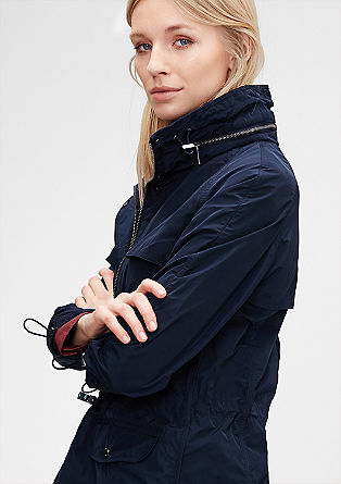 Mantel mit verstaubarer Kapuze