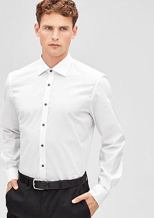 Modern fit: overhemd met contrastknopen