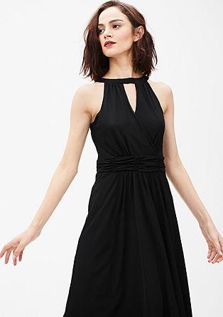 Mrežasta obleka, ki razkriva ramena
