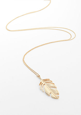 Necklace with a feather pendant from s.Oliver