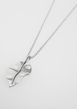 Necklace with leaf pendant from s.Oliver