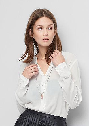 Nežna bluza z ozkimi obrobami
