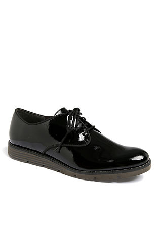 Nizki čevlji v lakastem videzu
