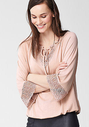 O-shaped top with lace details from s.Oliver