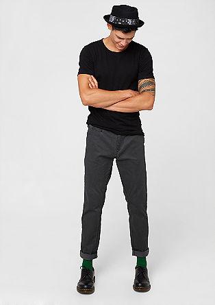 Običajen Liam: Vzorčaste hlače chino