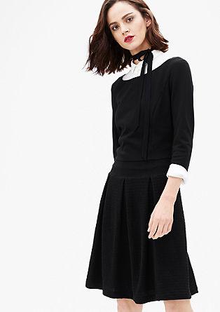 Obleka iz džersija z nagubanim krilom