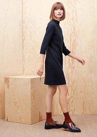 Obleka iz fine pletenine s stoječim ovratnikom