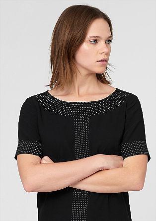 Obleka iz krepa s kovicami