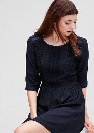 Obleka iz krepa s kvačkano čipko