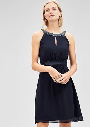 Obleka iz šifona z okrasnimi biseri