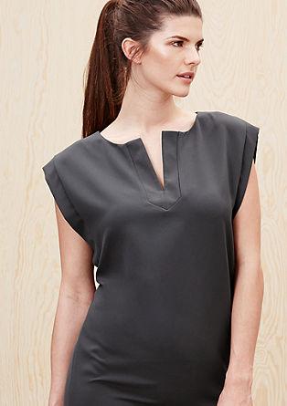 Obleka iz streča z grafično potiskanim v izrezom na zatilju