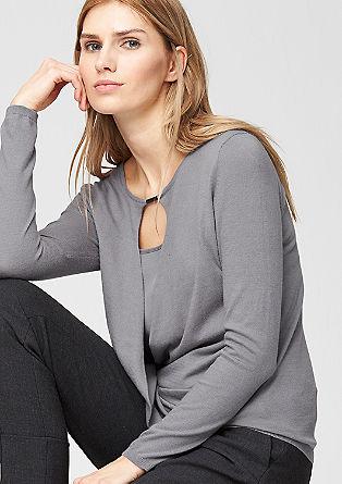 Ovit pulover z izrezanim delom