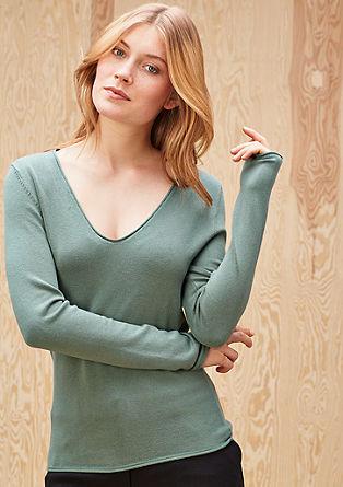 Ozek pleten pulover z V-izrezom