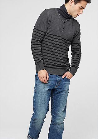 Ozek pulover z obrobo z gumbi