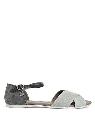 Platte sandalen van textiel