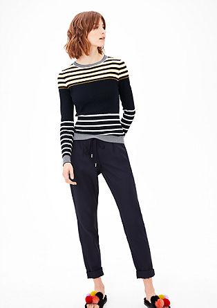 Pleten pulover s črtastimi detajli
