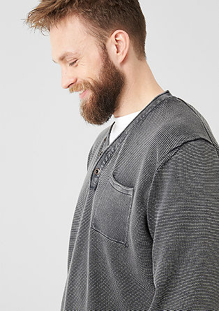 Pleten pulover s posebnim barvnim učinkom