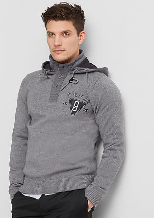 Pleten pulover s športno kapuco