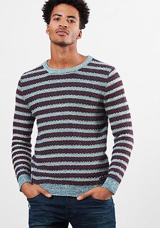 Pleten pulover v črtastem videzu