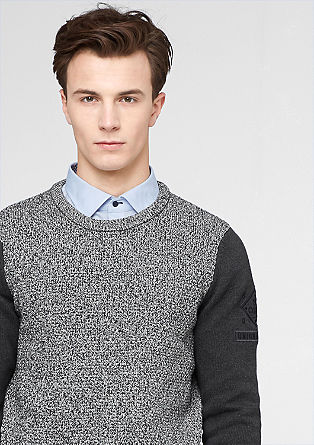 Pleten pulover v strukturni mešanici