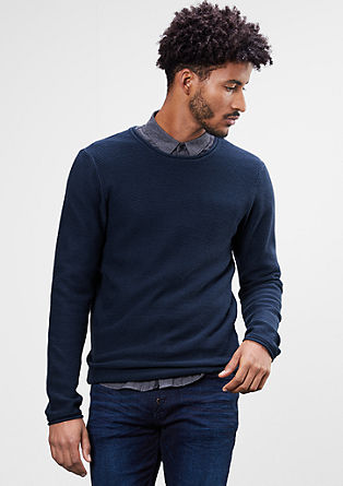 Pleten pulover z cevastimi robovi