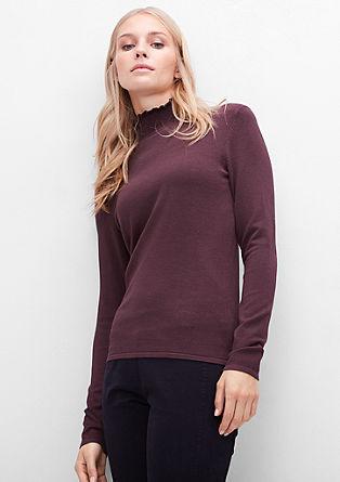 Pleten pulover z nabranimi detajli na puli ovratniku