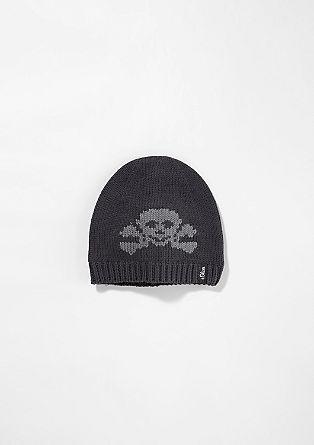 Pletena kapa z gusarskim motivom