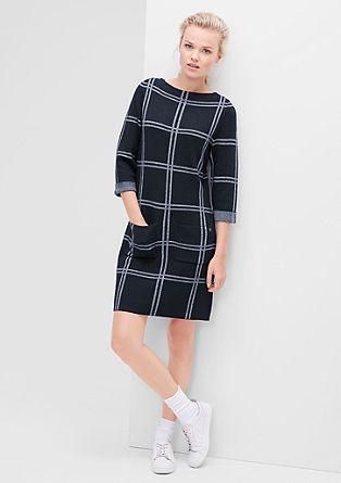 Pletena obleka v karirastem dizajnu