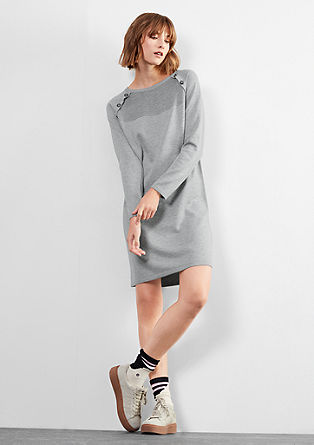 Pletena obleka z okrasnimi gumbi