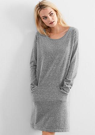 Pletena obleka z učinki narobe obrnjenega oblačila