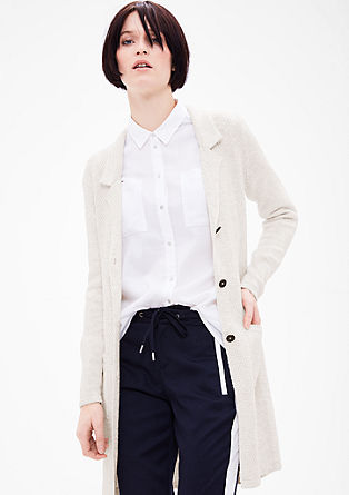 Pletený kabátek ze vzorované pleteniny