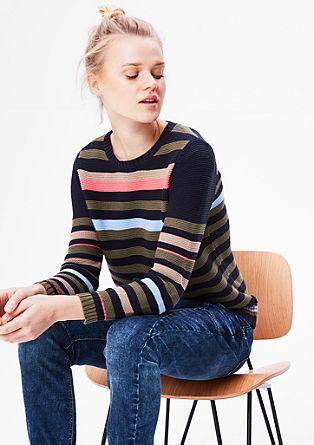 Pletený pulovr s pruhy
