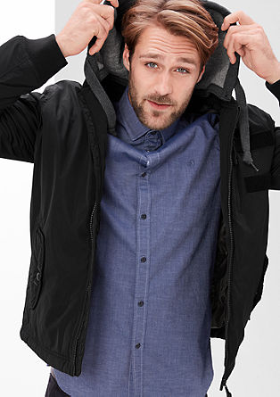 Podložena najlonska jakna s kapuco