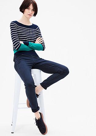 Přiléhavé džíny s vysokým pasem