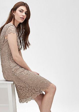 Přiléhavé krajkové šaty