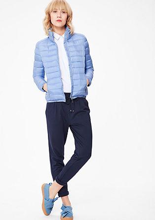 Prošívaná bunda s lesklým zipem