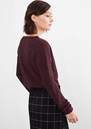 Puhasto mehak pulover iz efektne preje