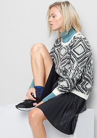 Puhasto mehek pleten pulover z vzorcem