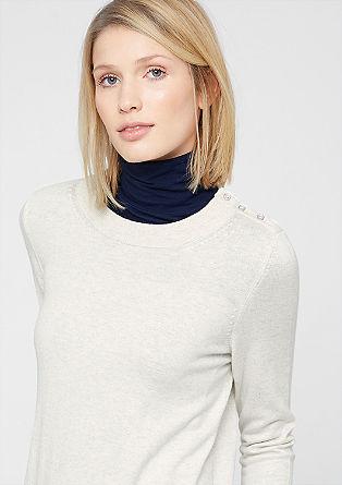 Pulover iz fine pletenine z delom z gumbi