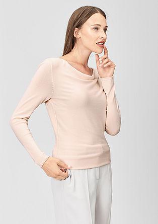 Pulover s padajočim izrezom