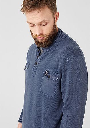 Pulover s prsnimi žepi
