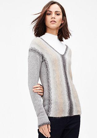 pulover z barvnim prehodom in moherjem
