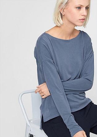 Ravno, v prevelikem videzu krojena majica z dolgimi rokavi
