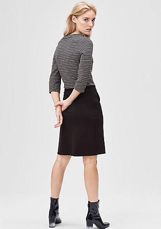 Raztegljiva obleka s črtasto teksturo