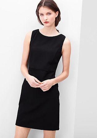 Raztegljiva obleka v poslovnem videzu