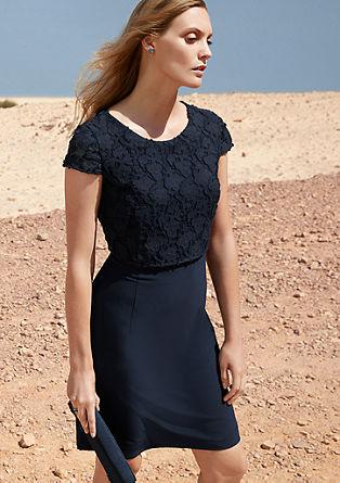 Raztegljiva obleka z dodatnim slojem